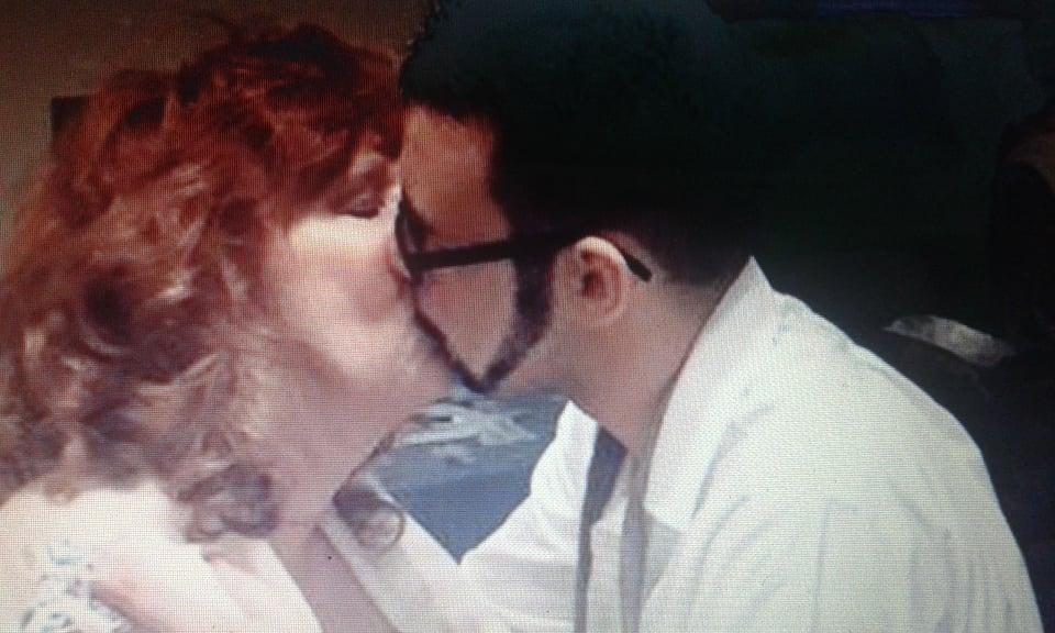 bacio coppia differenza età