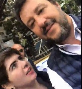salvini selfie