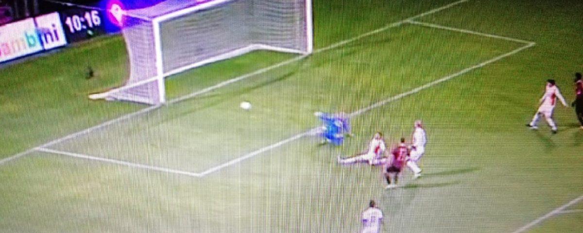 Capezzi gol Salernitana-Lecce